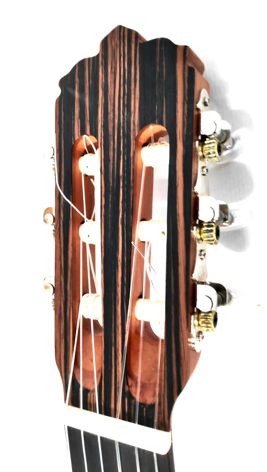 Le Cedre Rouge Paris 16 caliz cedar - dea guitars